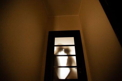 polibek u dveří