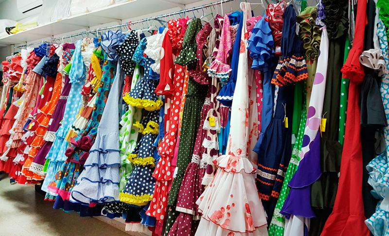 Rastrillo de trajes de flamenca