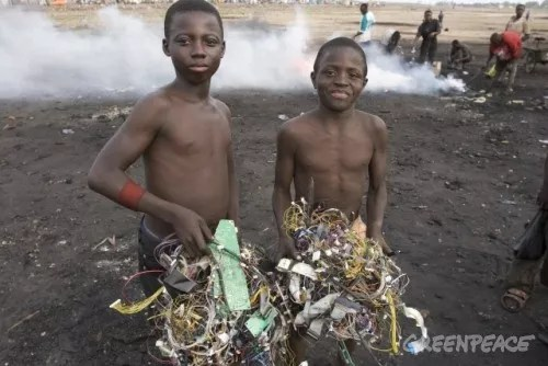 quema de residuos electrónicos en Ghana