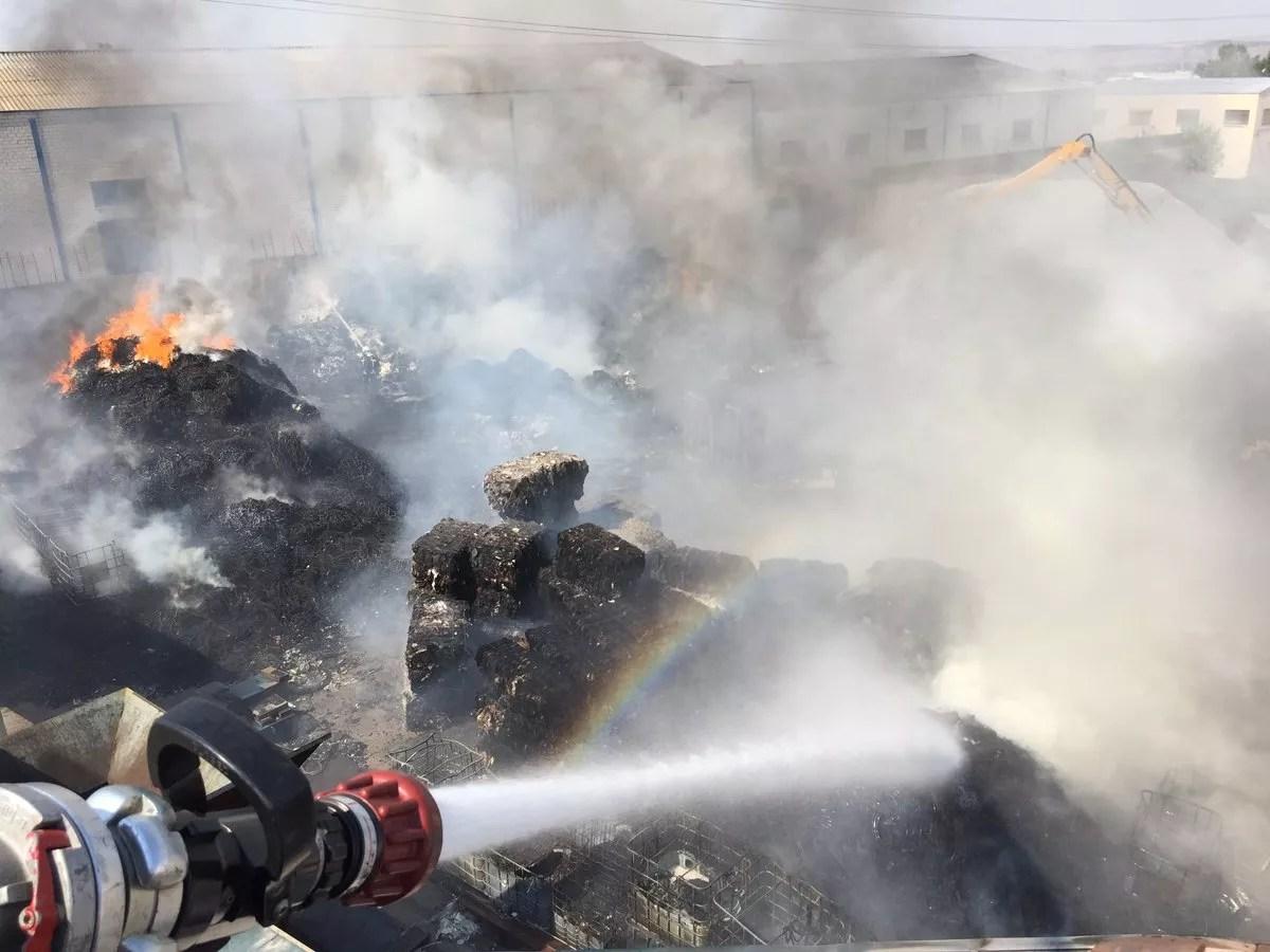 extinción incendio residuos para reciclaje
