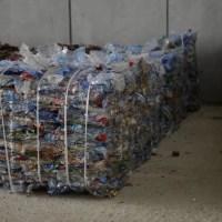 envases de plástico recuperados mediante sddr y listos para el reciclaje