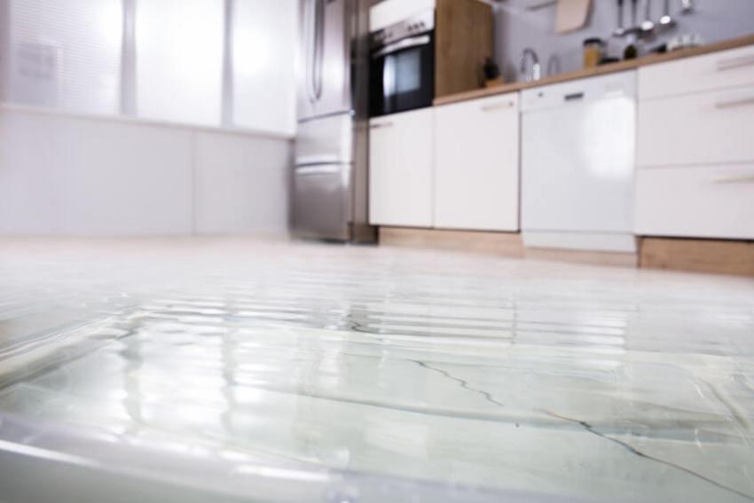 überschwemmter boden
