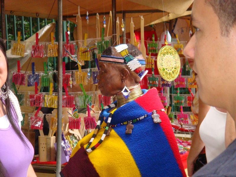 L'artiste sud-africaine Esther Mahlangu de retour dans son pays natal à 81 ans