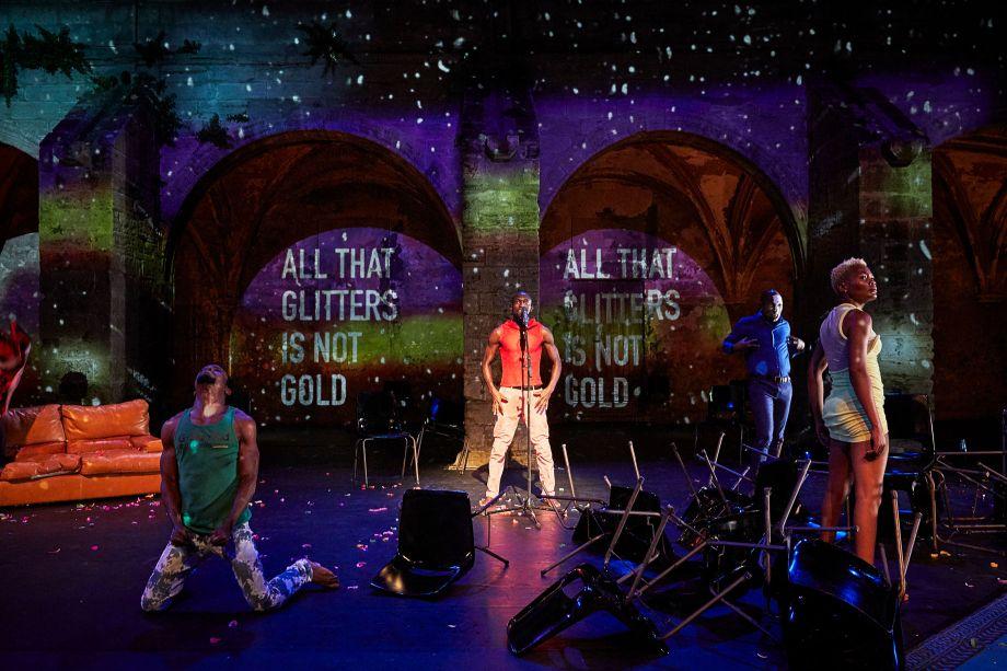 Festival d'Avignon – «Kalakuta Republik»: la généreuse quête d'unité de Serge Aimé Coulibaly