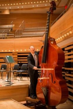 Octobasse joué par Eric Chappell, à l'Orchestre Symphonique de Montréal (crédits : Antoine Saito)