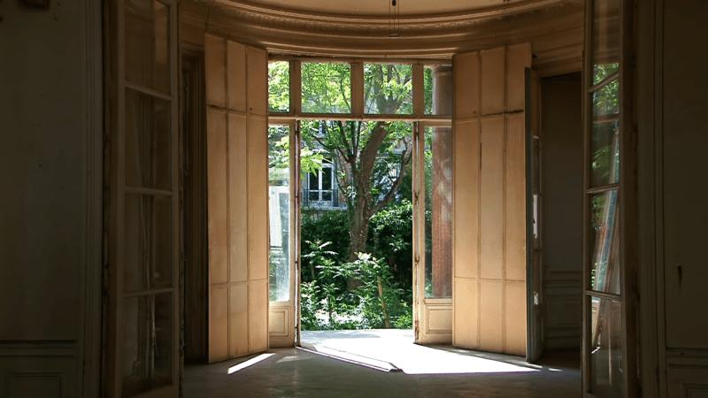 "21 Rue Blanche - rotonde et jardin dans ""Blanche Rhapsodie"" de Claire Ruppli"