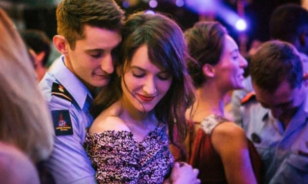 «Sauver ou Périr» : Pierre Niney et Anaïs Demoustier vibrants dans un film parfois excessif