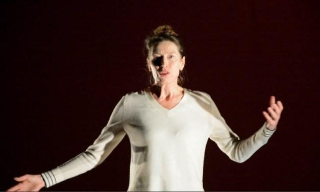 """Anne Monfort crée """"Pas pleurer"""" de Lydie Salvayre à Barcelone: tout un symbole!"""