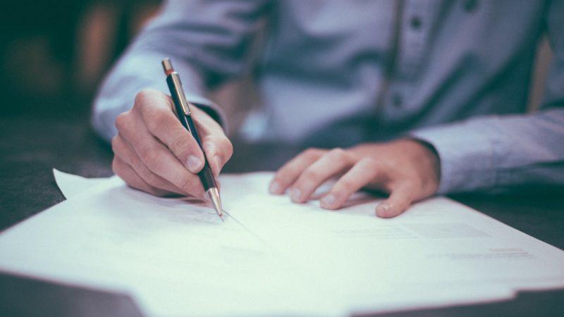 Contrat stylo signature CDD CDI