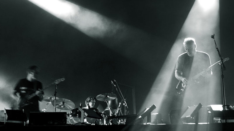David Gilmour (Pink Floyd) met 120 guitares de sa collection aux enchères