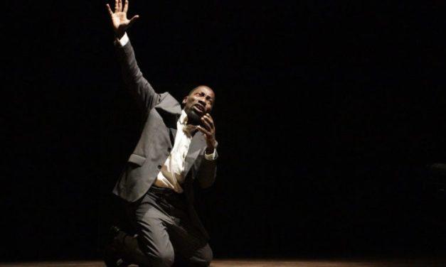 """""""Un homme mort"""" de Pascal Adam: Joël Lokossou déploie l'ivresse du pouvoir jusqu'à la folie"""