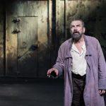 """""""La Vie de Galilée"""" : un Brecht simplifié mais porté par un immense Philippe Torreton"""