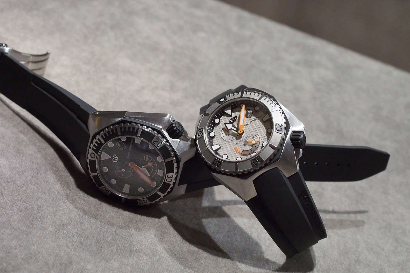 Girard-Perregaux Sea Hawk light gray and black dials
