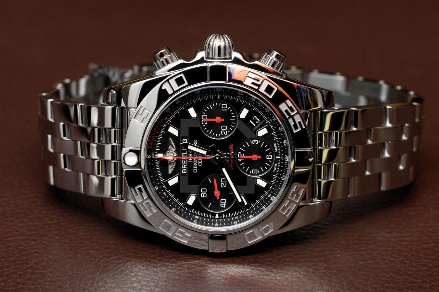 Breitling B01 Chronomat side