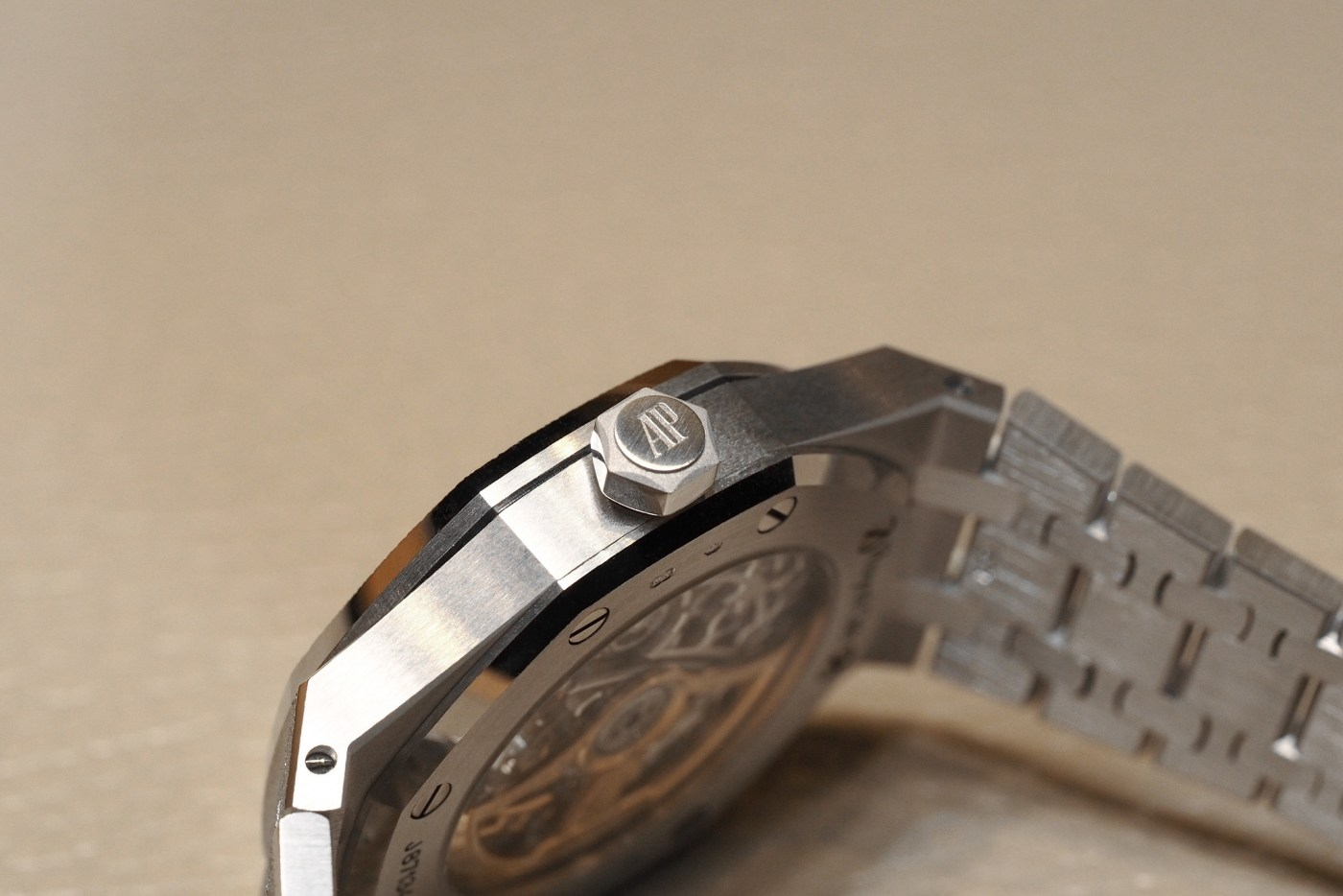 Royal Oak Extra-Thin Titanium and Platinum Hands-On