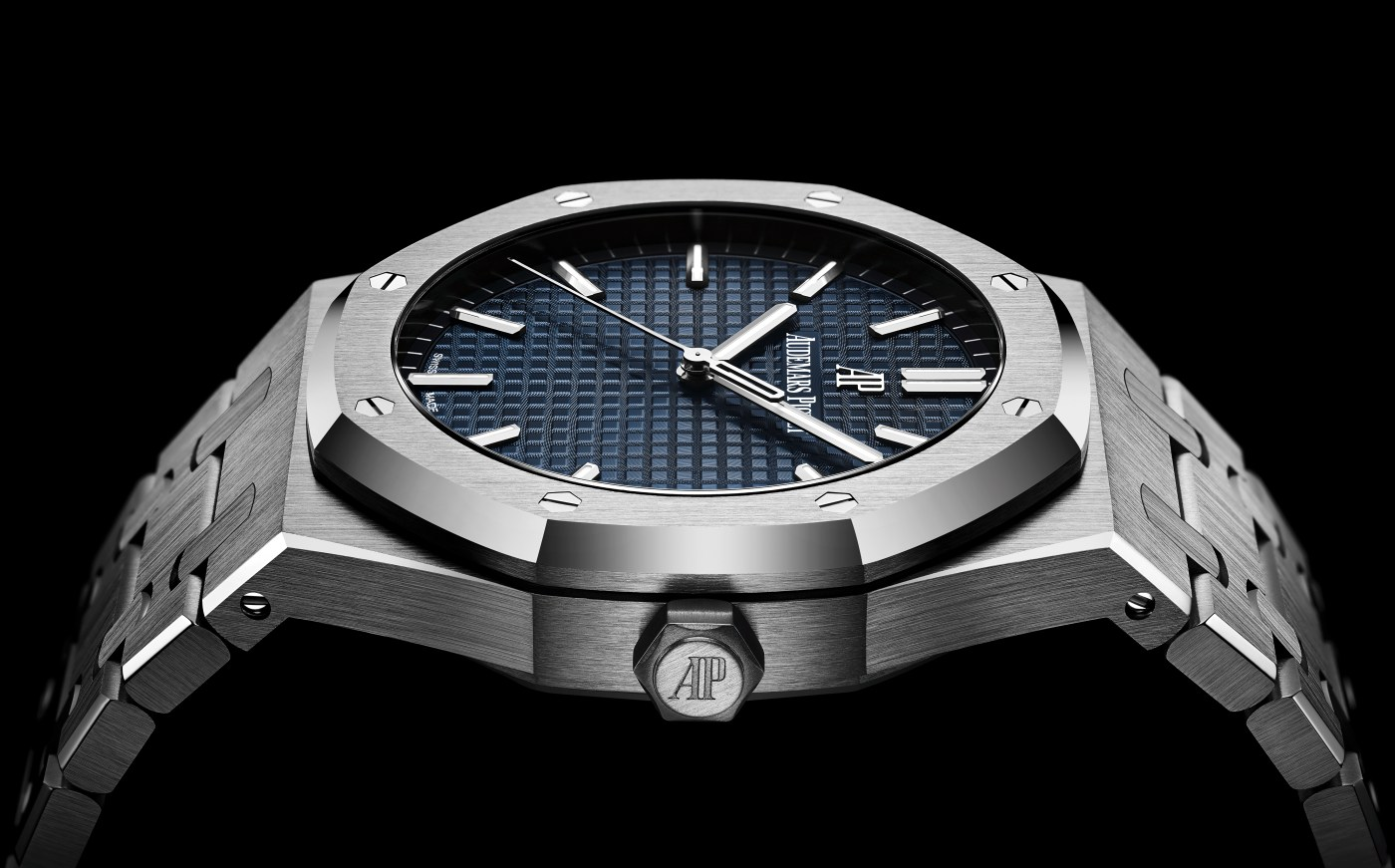 Audemars Piguet Royal Oak 15500 crown shot