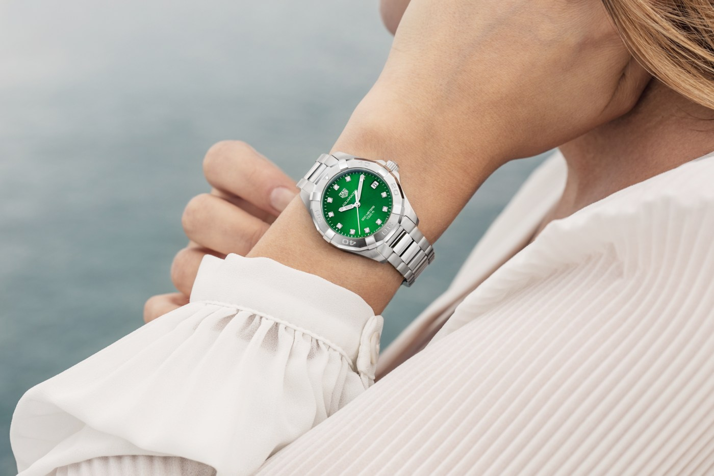 TAG Heuer Aquaracer Green 2019 ladies wristshot