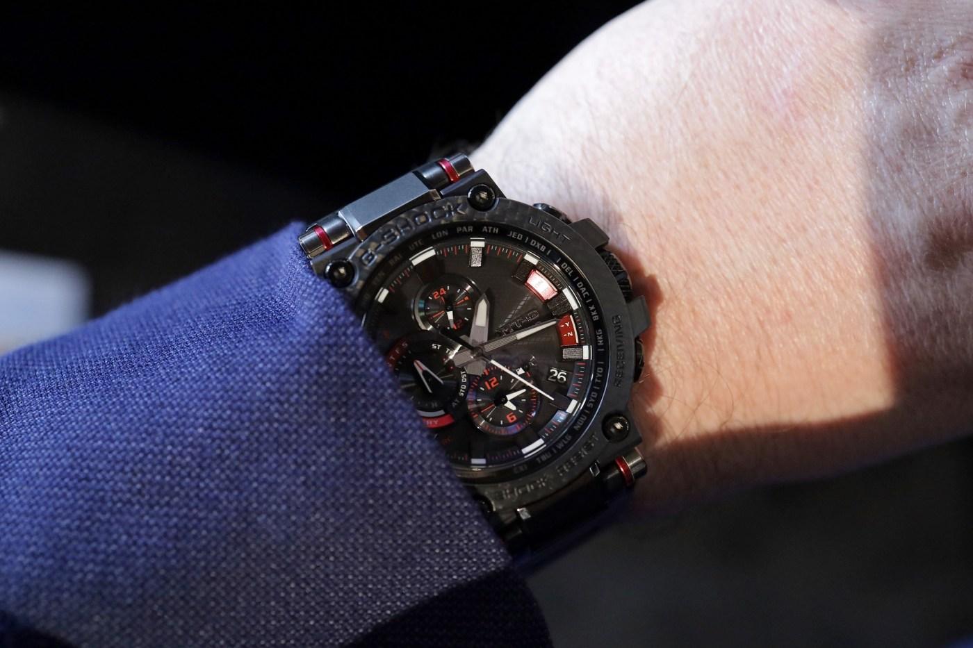 G-Shock MTG-B1000XBD-1A MT-G Carbon Bezel wristshot