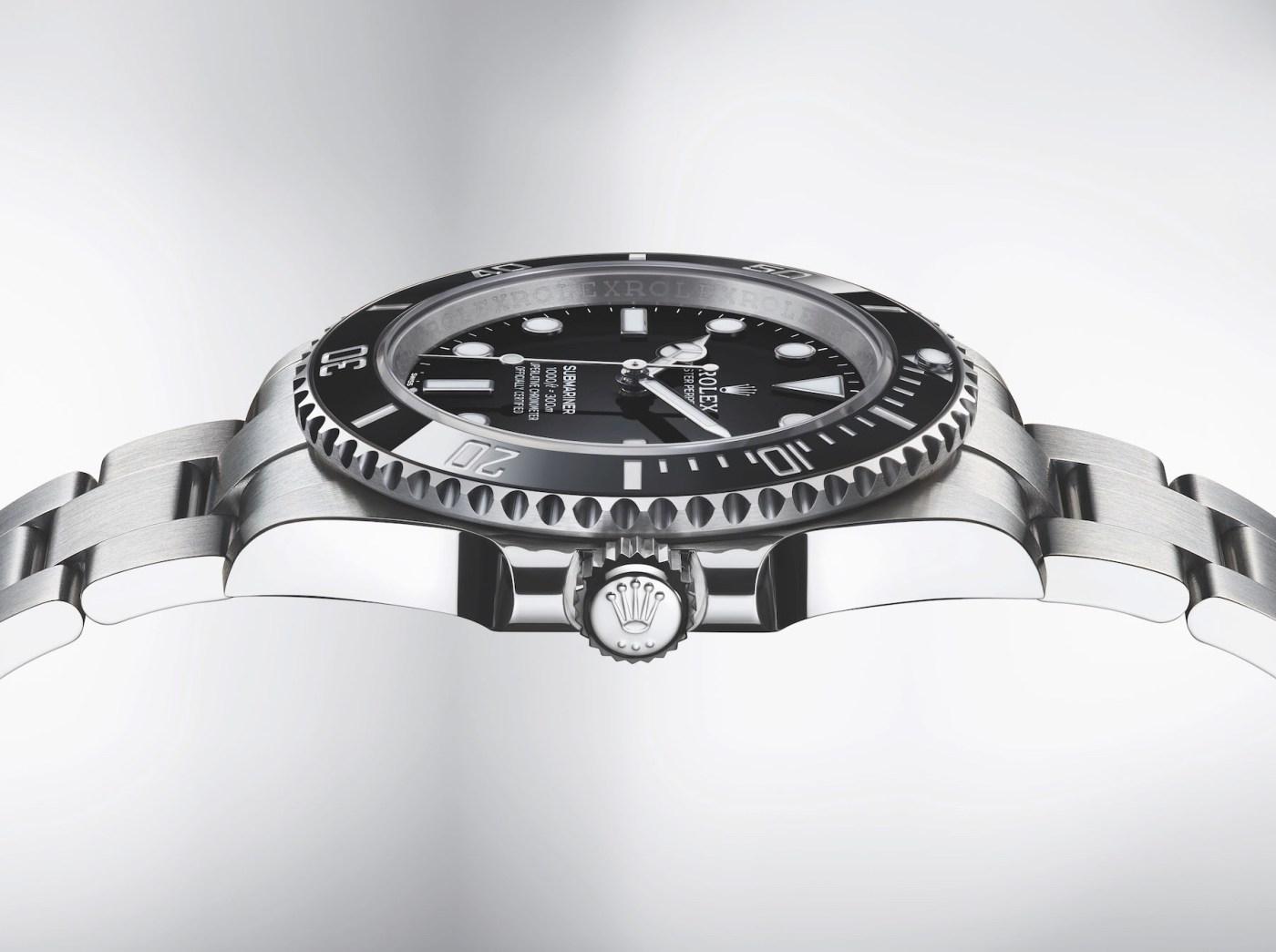 Rolex Submariner 124060 side