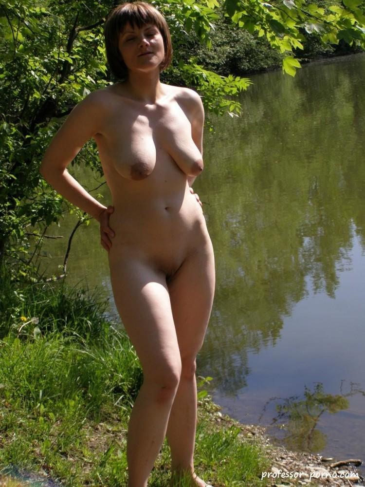 Polin nackt im Wald  Pornobilder und Sexfotos von Amateuren