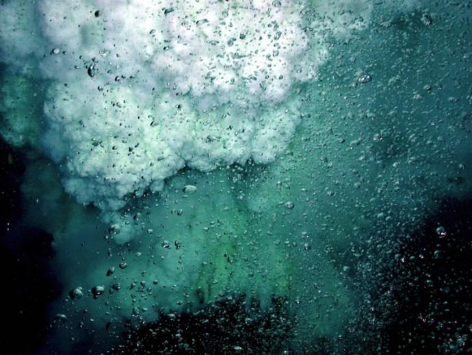 Undersea_volcano_NOAA