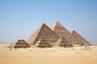 Pyramiderna i Giza. De tre största är uppkallade efter faraonerna Cheops (2620–2580 f. Kr.), Chefren (2570—2530 f. Kr.) och Menkaura (2530-2510 f. Kr.). Bild från Ricardo Liberato/CC BY-SA 2.0