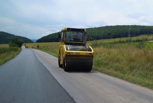 Peste 40 mil euro pentru intretinerea periodica a drumurilor din vest