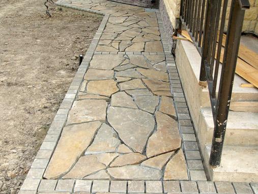Плоские каменные плиты