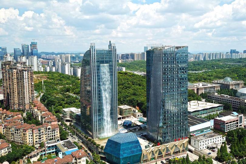 Κίνα-ουρανοξύστης-καταρράκτης