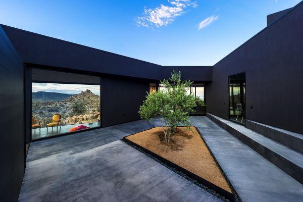 Black-Desert-House