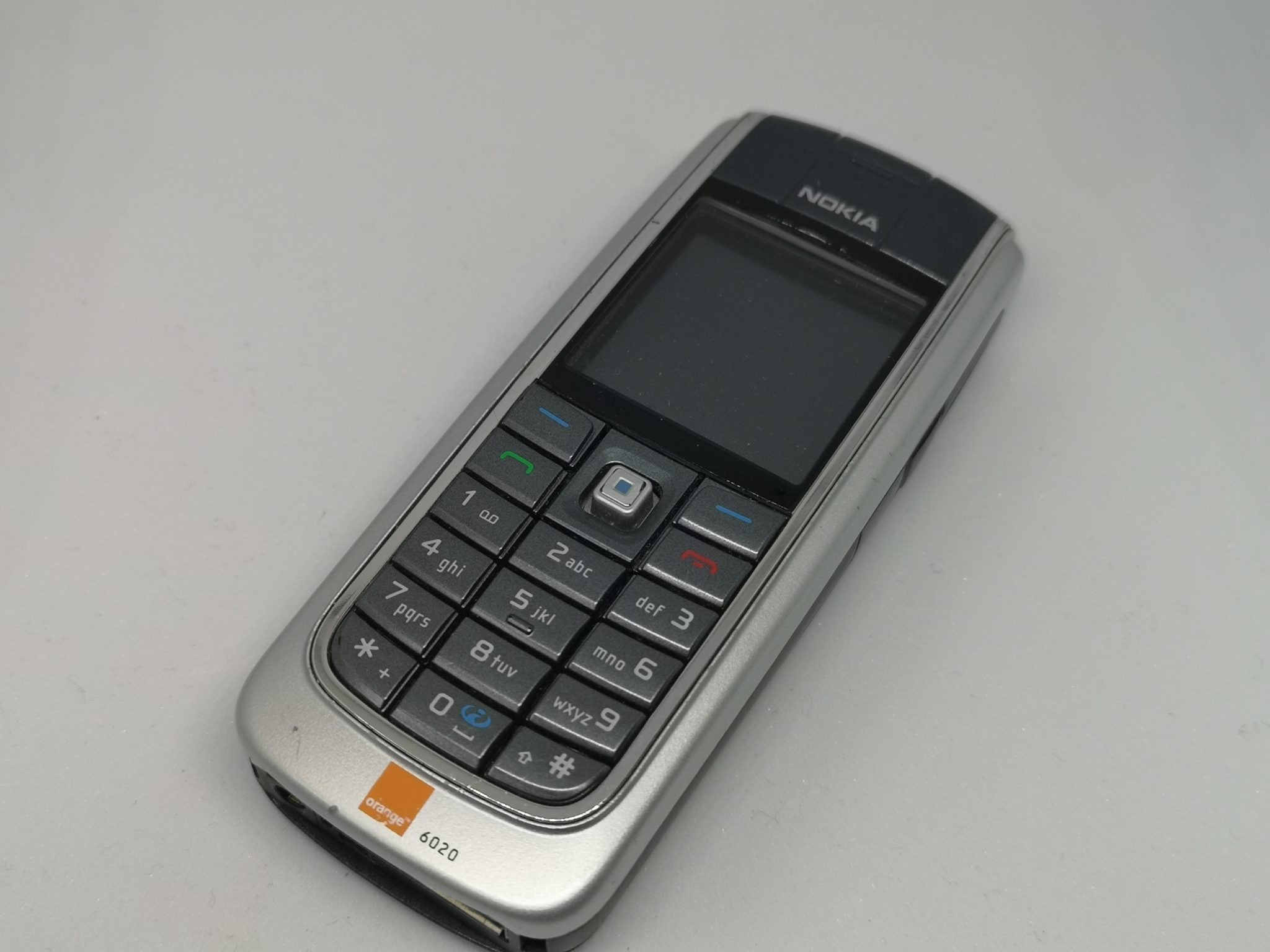 Nokia 6020 Review - A Cut-Down Version of a Classic Mobile Phone
