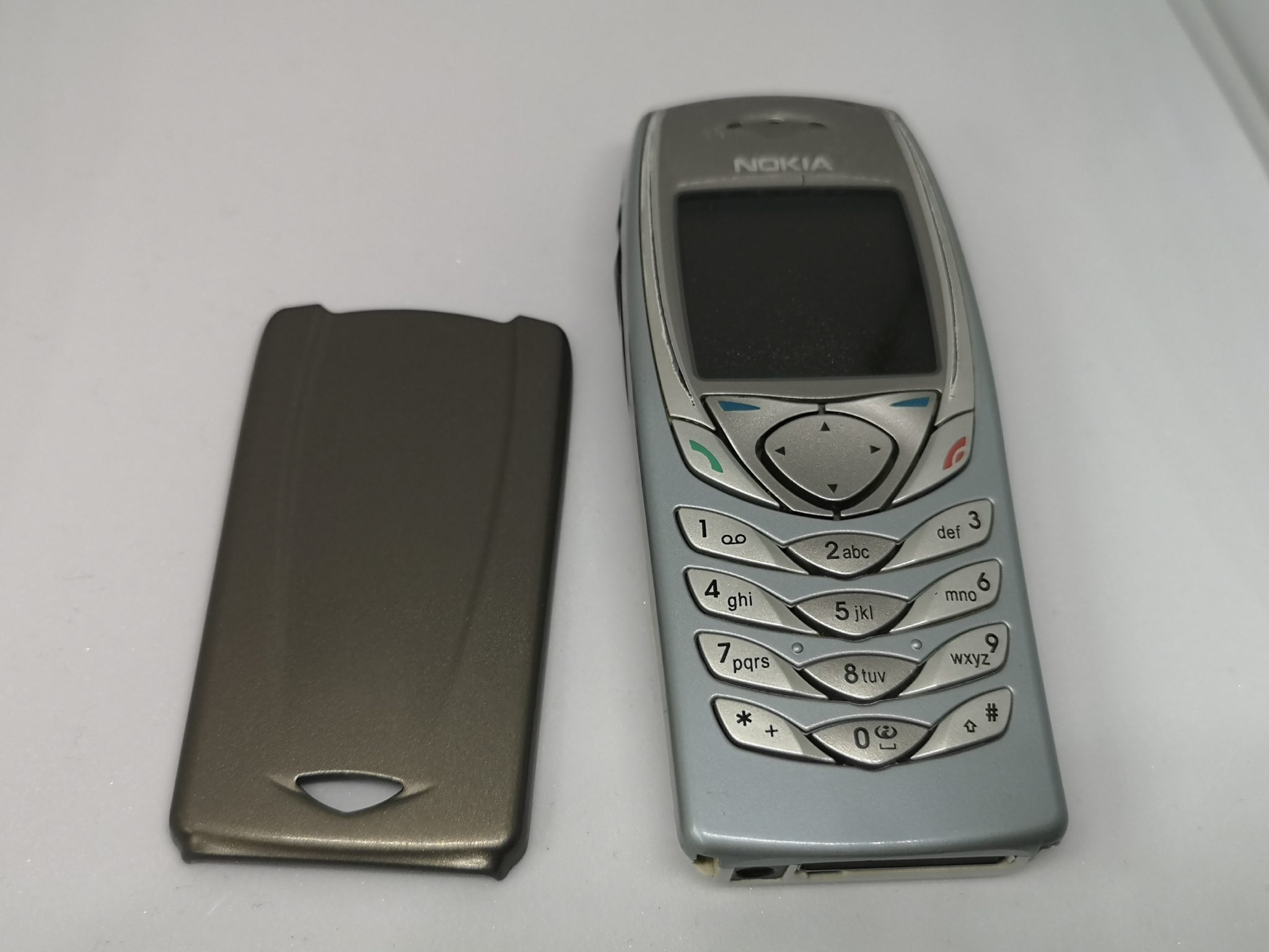 Nokia 6100 Vintage Mobile Phone Review - A Continued Evolution