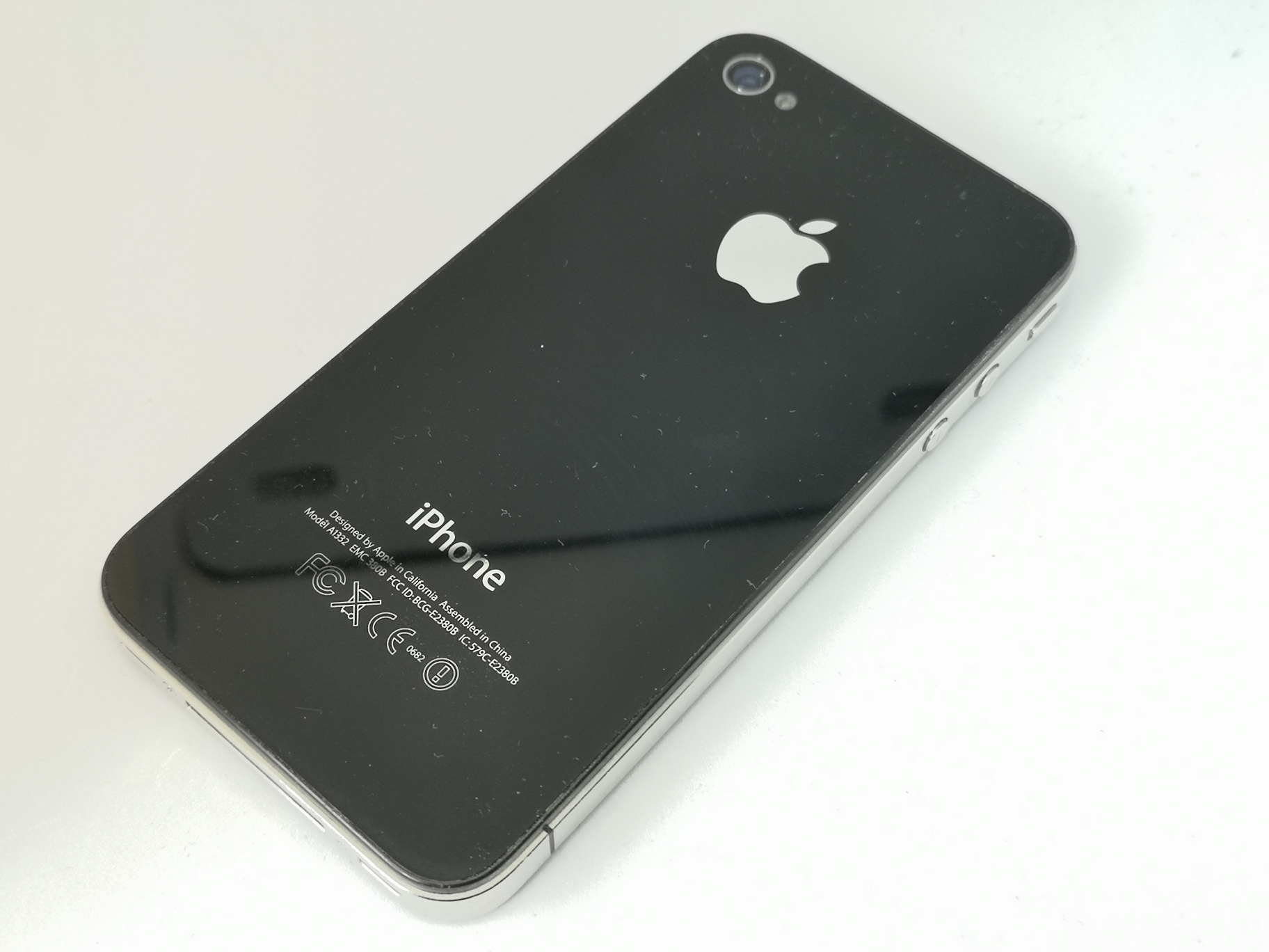 Apple iPhone 4 Review - Brand New Generation Mobile