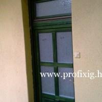 bejárati ajtó felső ablakkal