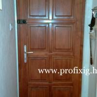 8 kazettás fa ajtó beépítése