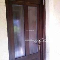 régi tok mögé épített fa ajtó