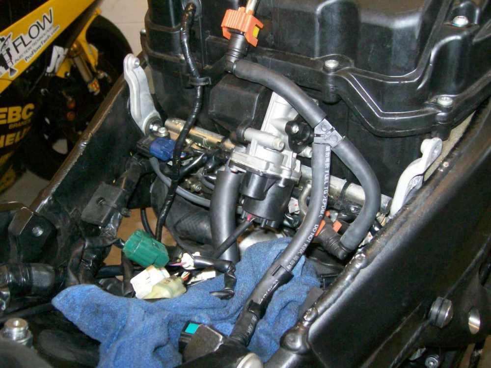 medium resolution of removing yamaha r6 fuel injectors removing fuel injectors fuel rh proflowtech com fuel pump relay diagram fuel pump wiring harness diagram