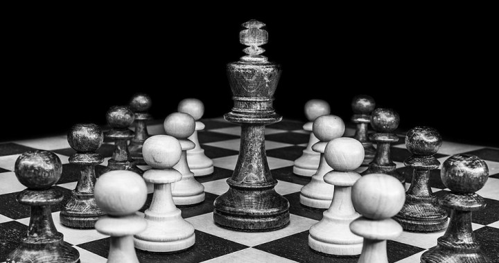 Authoritarian leadership: Advantages and disadvantages