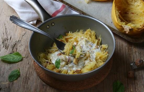 Spaghetti  di zucca alla crema di gorgonzola e nocciole – conosci la spaghetti squash?