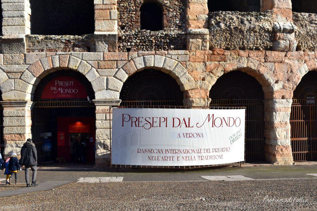 Verona in un giorno a Natale - insegna dei Presepi dal Mondo