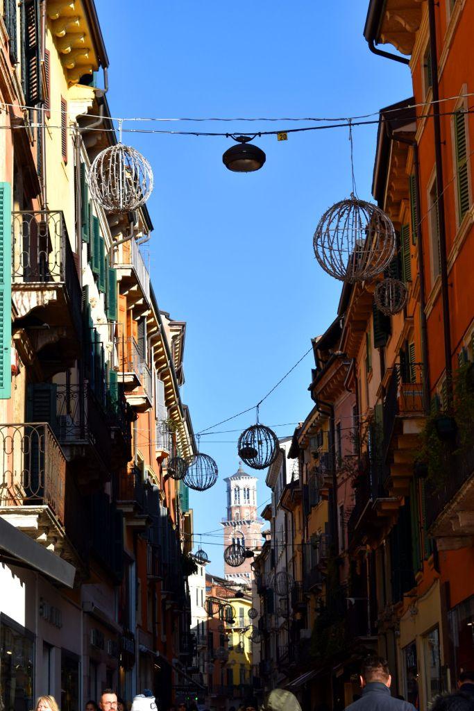 Verona in un giorno a Natale - Via Giuseppe Mazzini