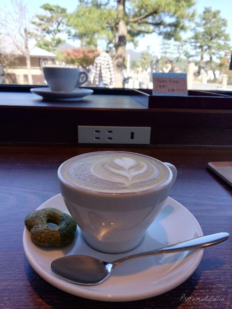 Visita ad Arashiyama: il cappuccino con vista sul fiume