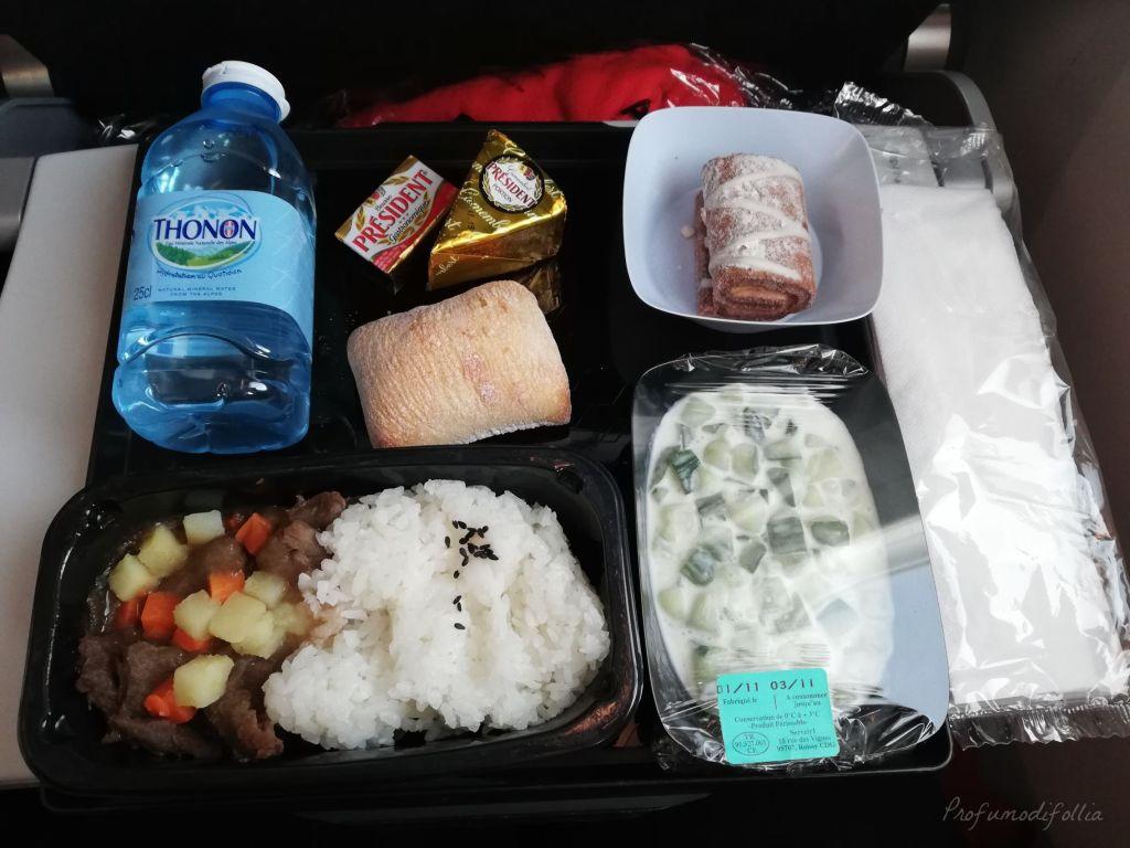 Volare con Air France: foto della cena a base di carne a bordo di un volo Air France