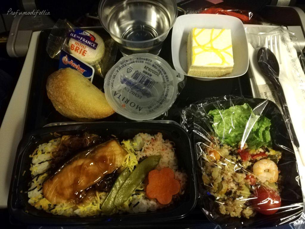 Volare con Air France: foto di una cena a base di salmone su un aereo Air France
