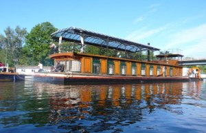 Pink Floyd's Astoria houseboat strapped down