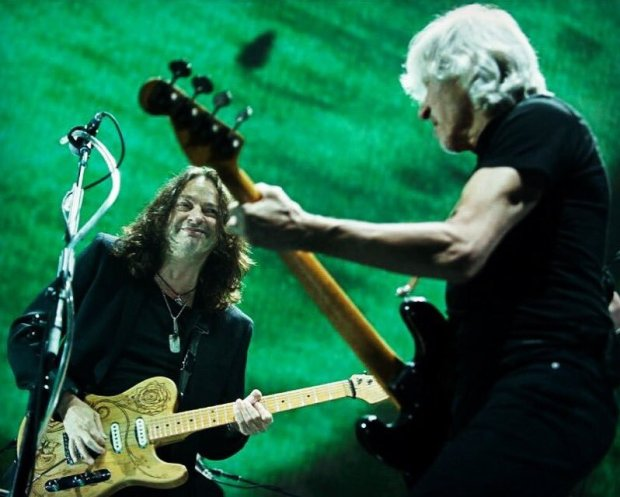Dave Kilminster & Roger Waters (Photo: Keith Barlow)