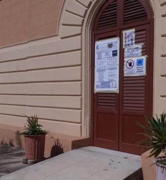 Foto ingresso cantiere con avvisi_regole protezione Anti Covid