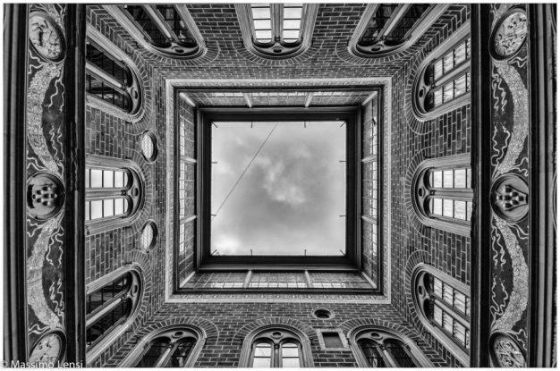 Squarcio di cielo dal cortile di Michelozzo nel Palazzo Medici Riccardi.