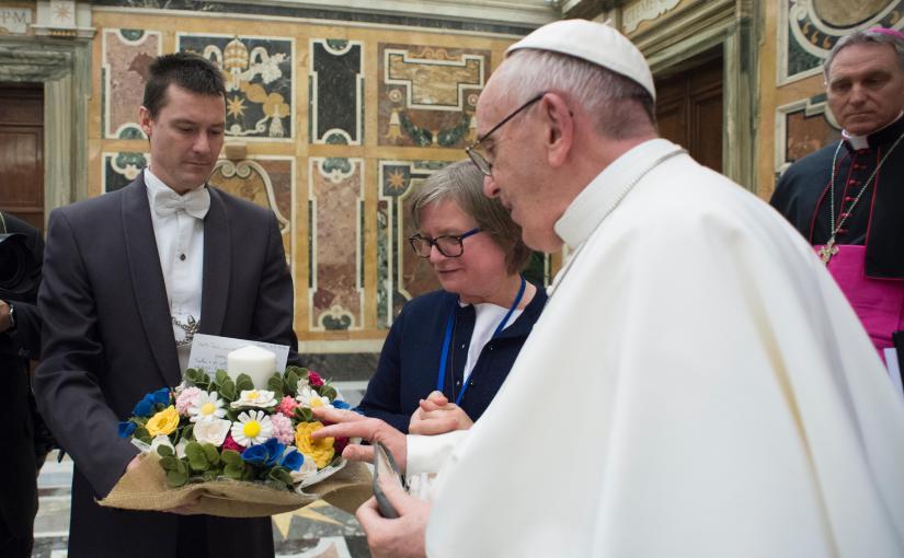 Un dono da Progetto Miriam per il Papa