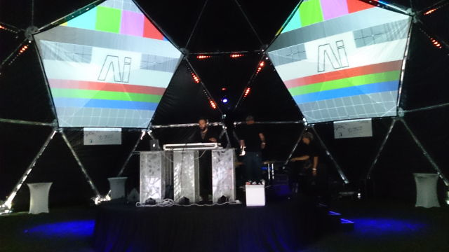 5 x giant pentagon screens create 3d visuals in the round